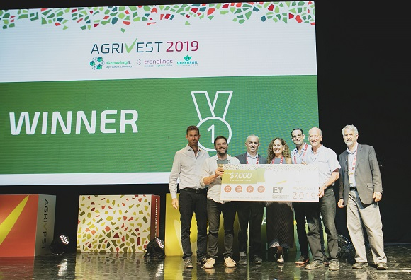 eggXYt took home the Best Israeli Agtech Company award at AgriVest. Company Co-Founders Yehuda Elram (2nd from left) and Professor Daniel Offen (2nd from right) join AgriVest organizers Doron Meller, Gideon Soesman, Nitza Kardish, Steve Rhodes, and guest presenter EY Israel's Itay Zetelny (3rd from right).