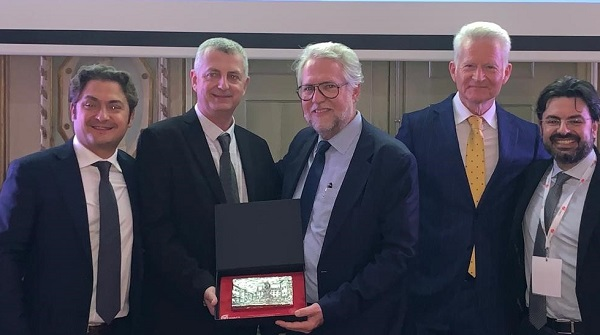 "Leviticus Cardio CEO Michael Zilbershlag (2nd from left) accepts the prestigious ICMT award, 27th Annual Meeting of the International Society for Mechanical Circulatory Systems (ISMCS), Bologna, Italy, 21-23 October 2019. The award is given ""to the company that has given the most significant contribution to the advancement of the field."""